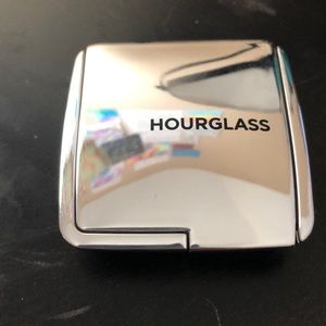 Hourglass ambient strobe light powder in brilliant